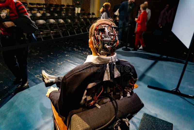 Cyborg, klon, robotandroid och konstgjort manbegrepp royaltyfria bilder