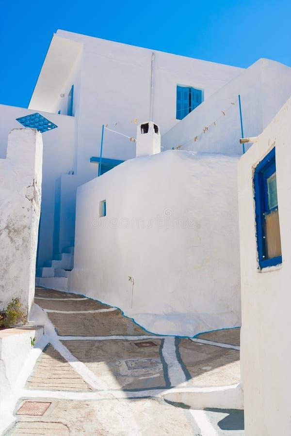 Cycladic arkitektur, Plaka by, Milos ö, Cyclades, Grekland royaltyfri foto
