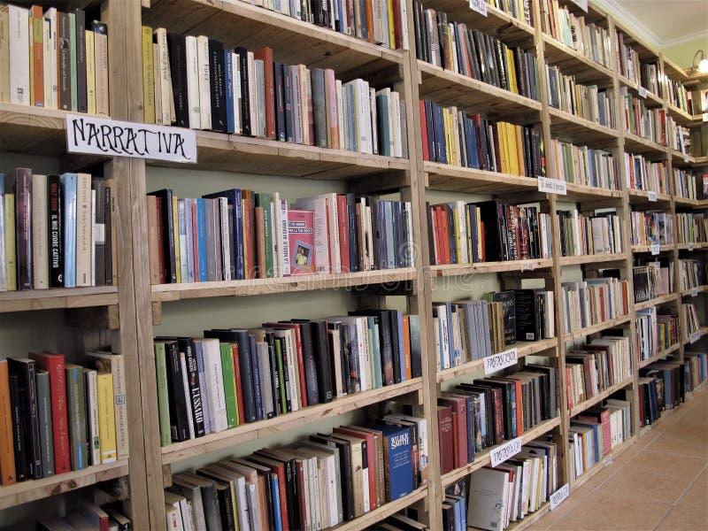 Cycle de livre à Rome, Italie photos stock