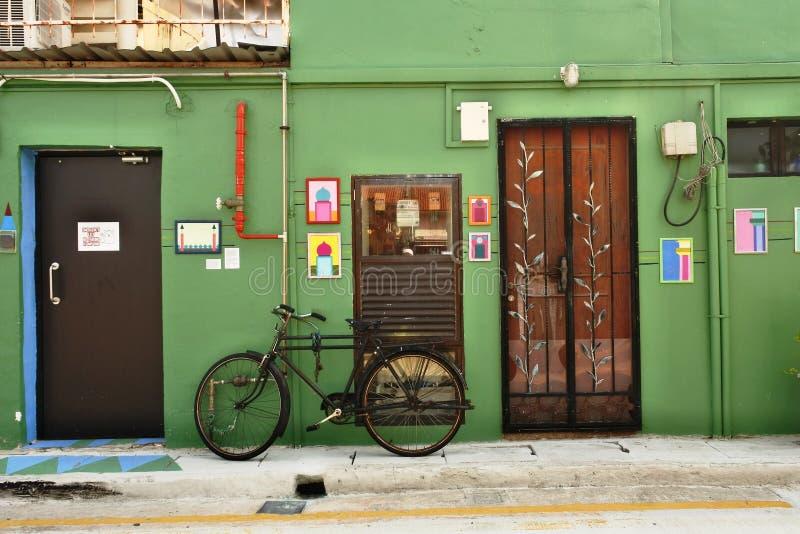 Cycle i Haji Lane, Singapore arkivbilder