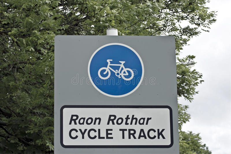 Cycle Sign In Gaelic And English Stock Photos