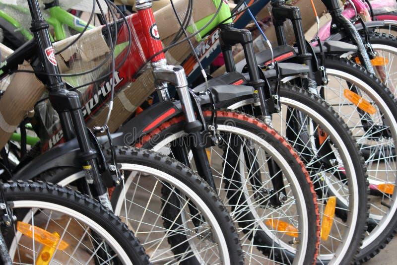 Cycli voor verkoop stock foto