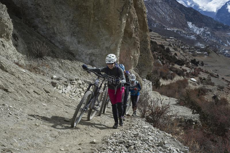 A cyclist in the Himalayas, the district of Manang City, Nepal, Anapurna, December 2017, editorial foto stock image