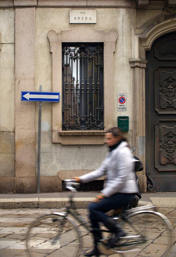 Cycliste dans le brera photo libre de droits