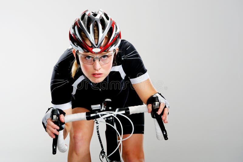 Cycliste de chemin de vélo de route images libres de droits