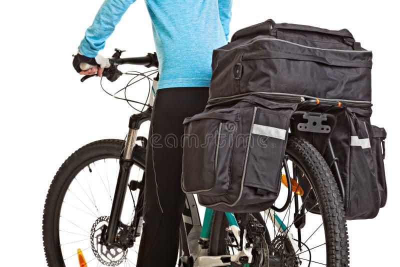 Cycliste féminin de mtb avec la sacoche photo libre de droits
