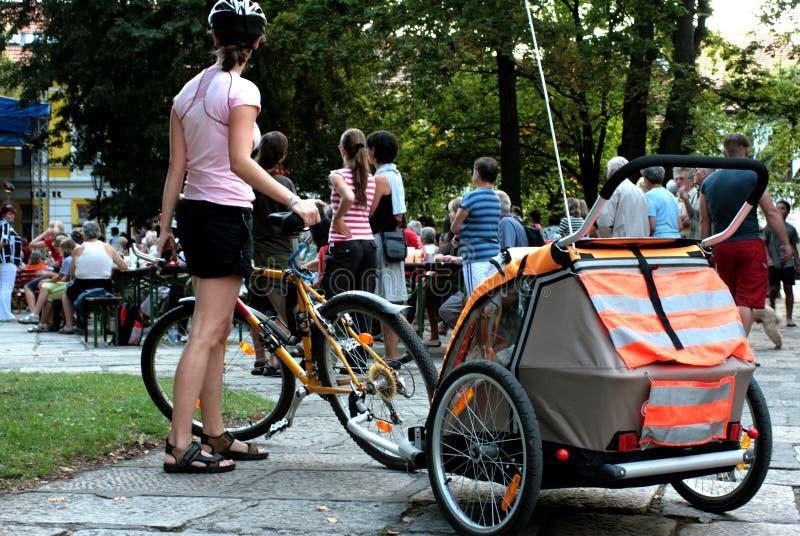 Cycliste-familles photos libres de droits