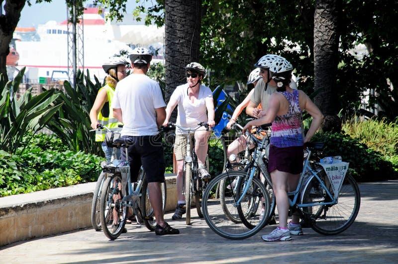Cyclistes en parc, Malaga, Espagne. photos libres de droits