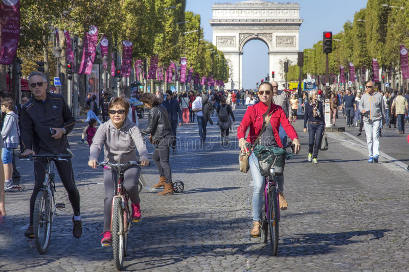 Cyclists on Champs Elysees at Paris car free day. PARIS 27/09/2015 - Car free day in Paris. Cyclist and pedestrian invaded the top famous street of France