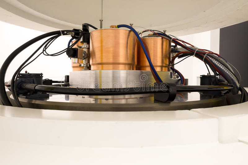 Cyclotronmachines voor radionucleïdensynthese en isotopenproductie stock fotografie