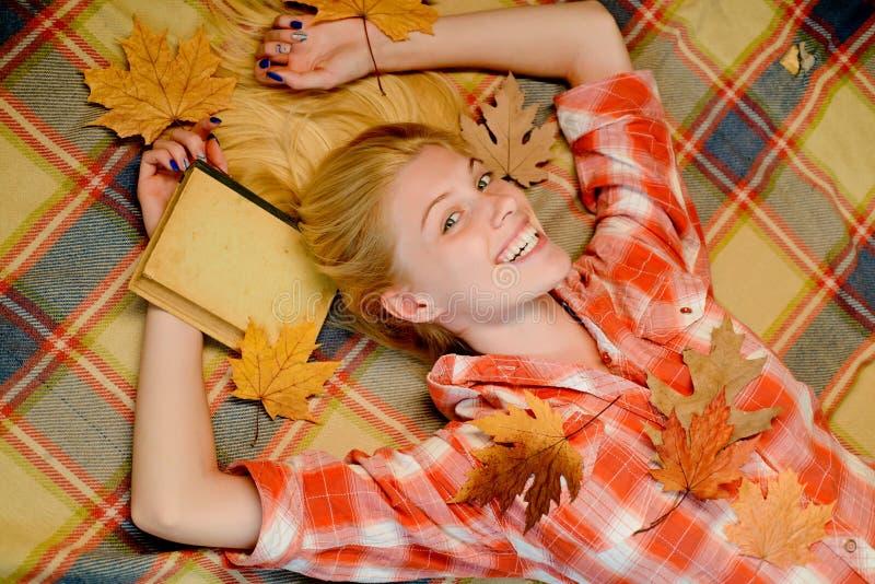 CYFROWA reklama Jesień liści tło jesień kolorowy projekta liść wianek Jesień koloru i odzieży trendy jesienny ulistnienia obraz royalty free