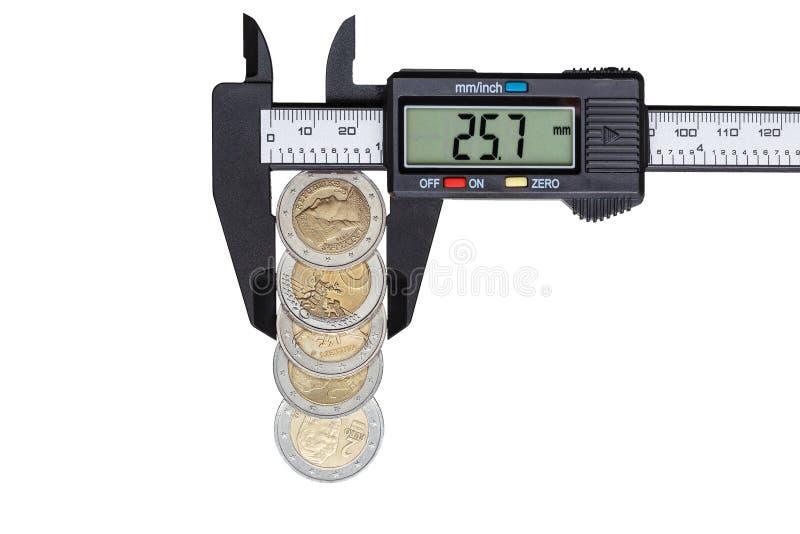 Cyfrowego caliper z euro monetami obrazy stock