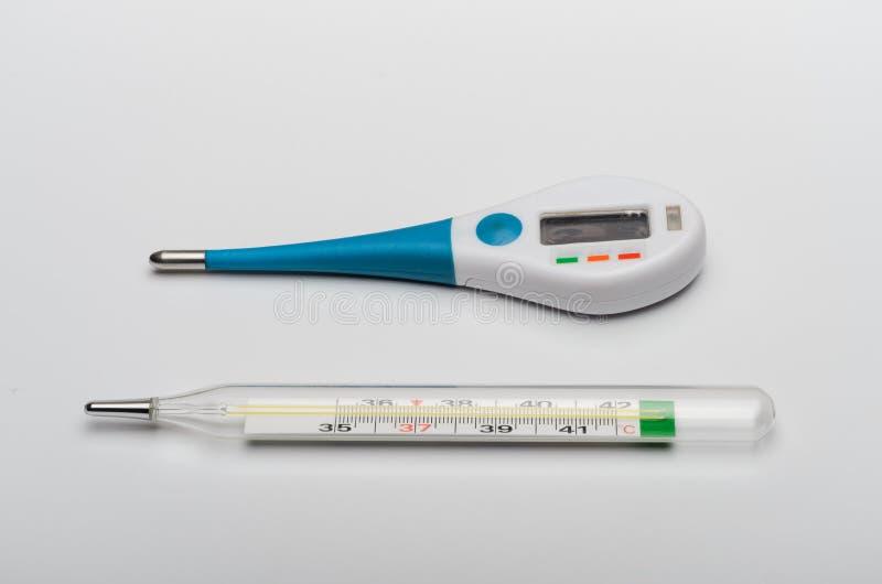 Cyfrowego elektroniczny termometr i stary rtęć termometr fotografia royalty free