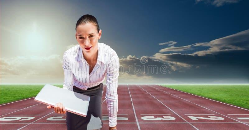 Cyfrowego złożony wizerunek bizneswoman z laptopem przy bazą wypadowa na bieżnym śladzie ilustracji