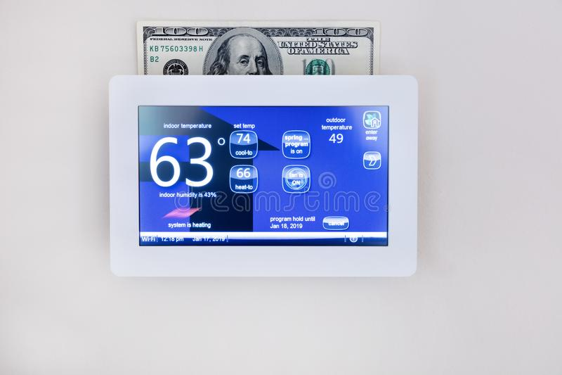 Cyfrowej cieplarki technologia ogrzewać lub chłodno dom dla energii - oszczędzania pojęcie obraz royalty free