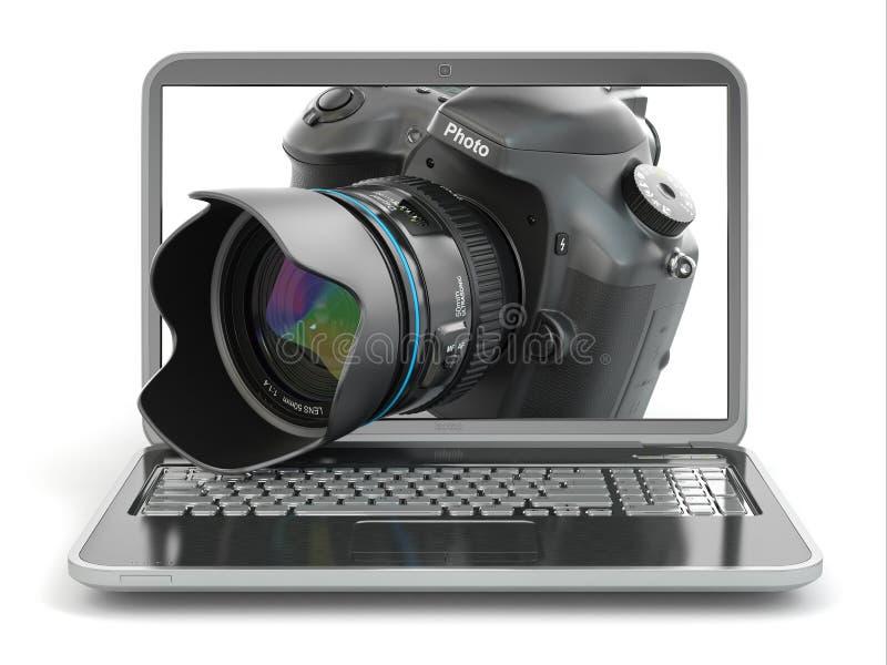 Cyfrowej fotografii laptop i kamera. Dziennikarza lub podróżnika equipm