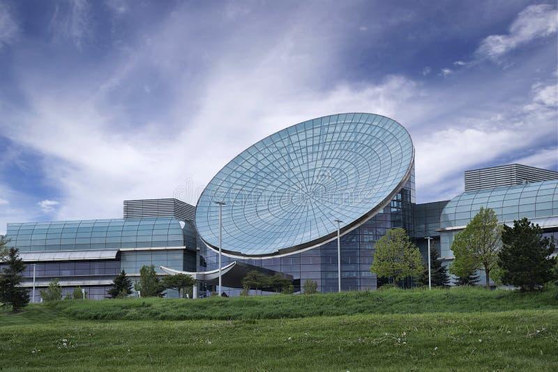 Cyfrowej kuli ziemskiej budynek biurowy zdjęcie stock