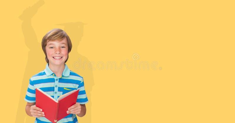 Cyfrowo wytwarzający wizerunek uśmiechnięta chłopiec mienia książka z cieniem magistrant/magistrantka w koloru żółtego plecy zdjęcie stock