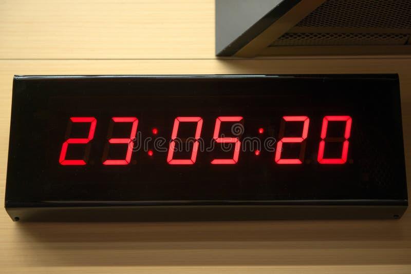 Cyfrowy zegar na ścianie obrazy stock