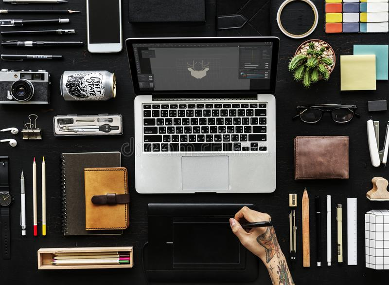 Cyfrowych projektant grafik komputerowych pracy przestrzeń zdjęcie royalty free