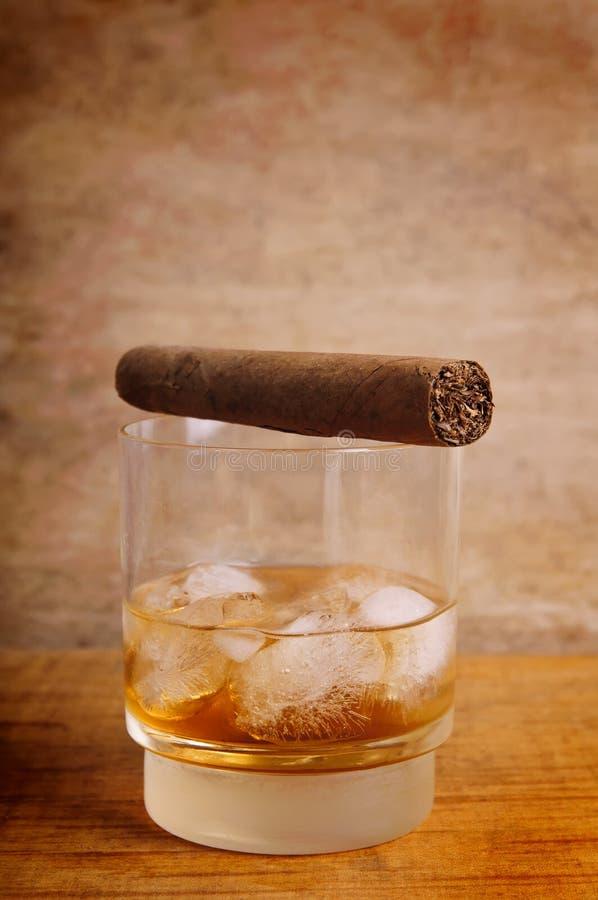 cygarowy szklany whisky obrazy royalty free