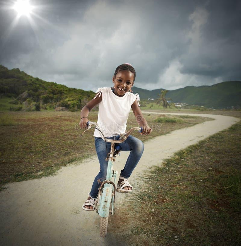 Cykel av lilla flickan royaltyfri foto