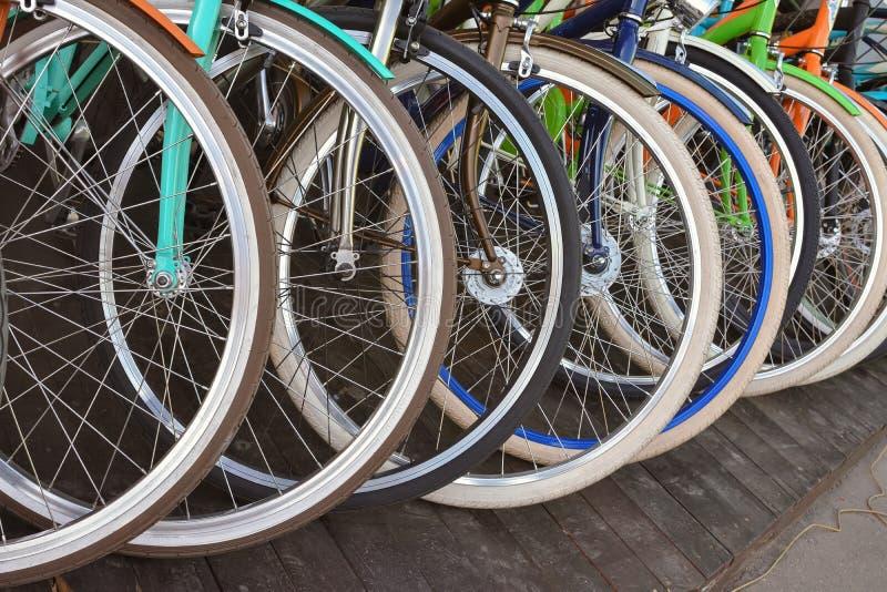 cykel detailed isolerade vita seriemedelhjul royaltyfria foton