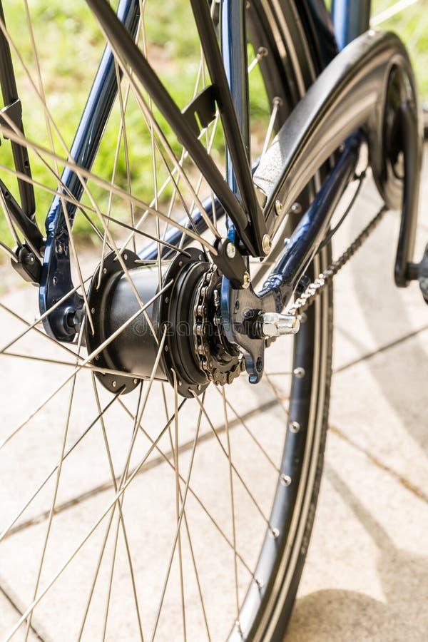 Cykel - detalj av kugghjulet och kedjan royaltyfri bild