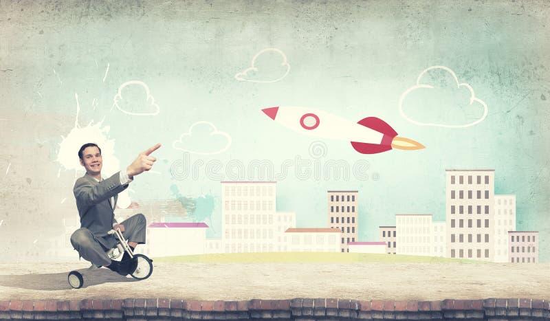 Cykel för ridning för affärsman arkivfoto