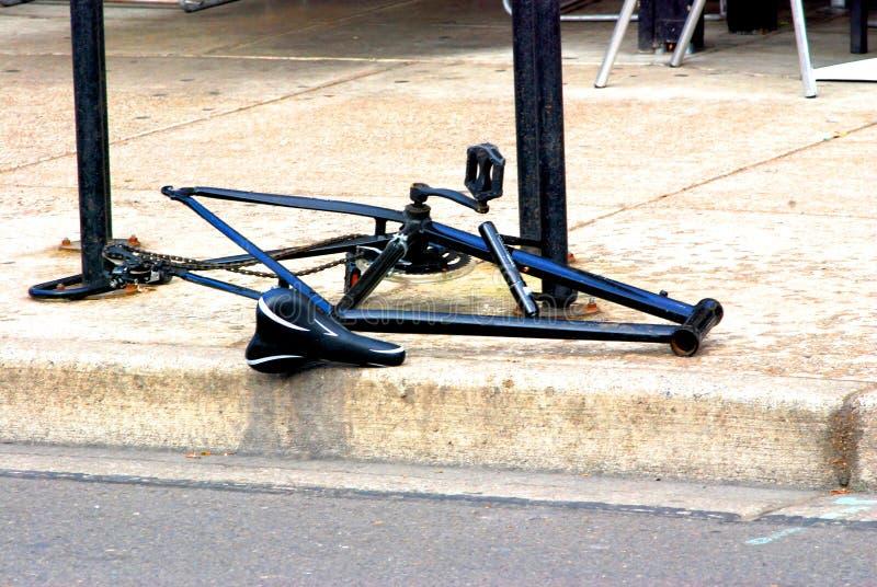 Cykel med saknadhjul och styren arkivfoto