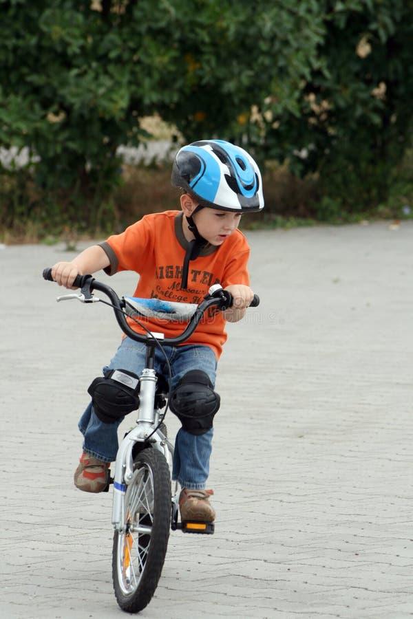 cykelbarnridning royaltyfri fotografi