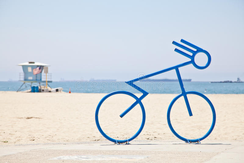 Cykelcykelkugge på stranden royaltyfri foto
