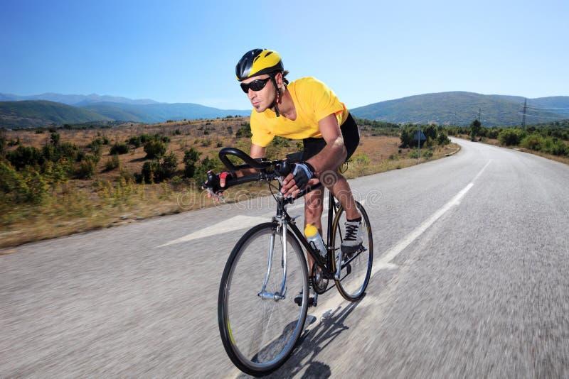 cykelcyklistridning royaltyfria bilder