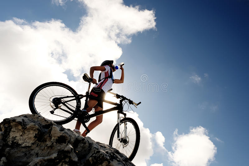 cykeldrinkberg royaltyfri bild