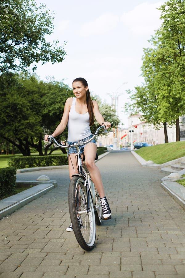 cykelflicka royaltyfri foto