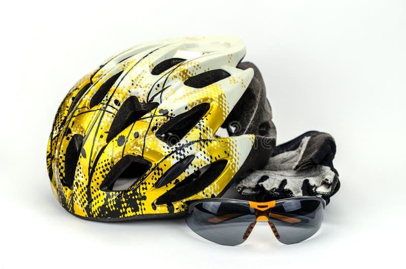 Cykelhjälm, exponeringsglas och cirkuleringshandskar royaltyfri fotografi
