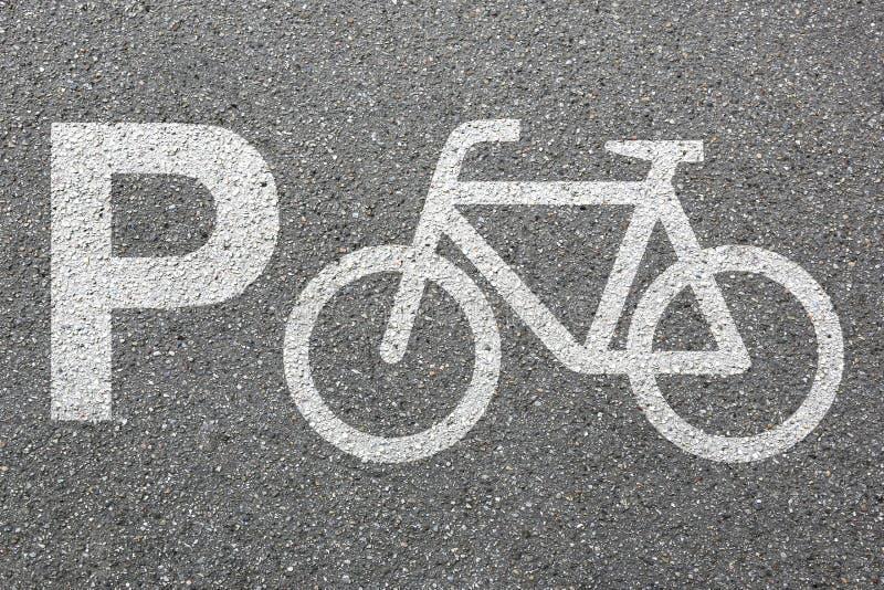 Cykeln för parkeringsplatsteckencykeln parkerar rörlighet för cirkuleringstrafikstad royaltyfri fotografi