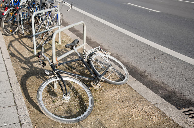 Cykelparkeringskugge arkivfoton