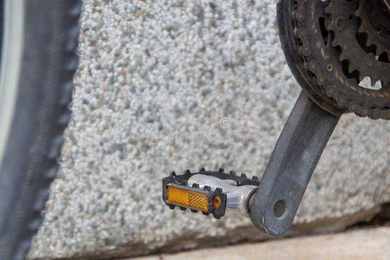 Cykelpedaler och tandhjul arkivfoton
