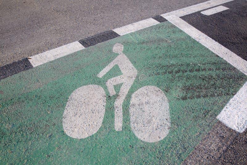 Cykelsymbol på gräsplan royaltyfria foton