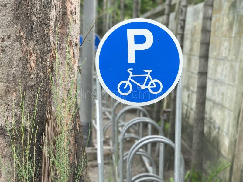 Cykelteckenparkering royaltyfri foto