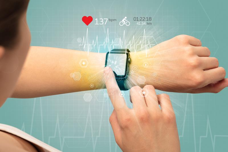 Cykl i smartwatch pojęcie obrazy royalty free