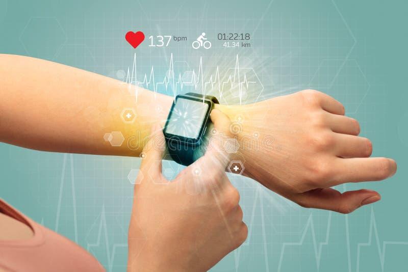 Cykl i smartwatch pojęcie obraz stock