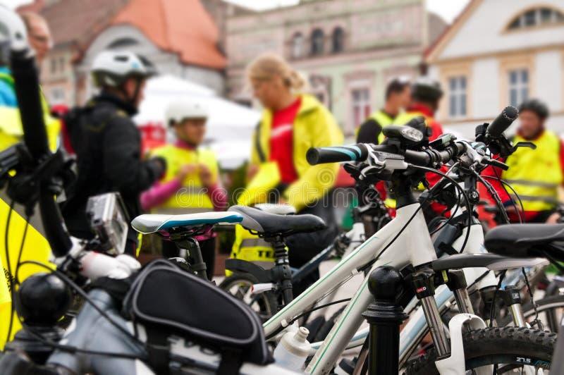 Cykla händelsen, att samla av gruppen med cyklar fotografering för bildbyråer