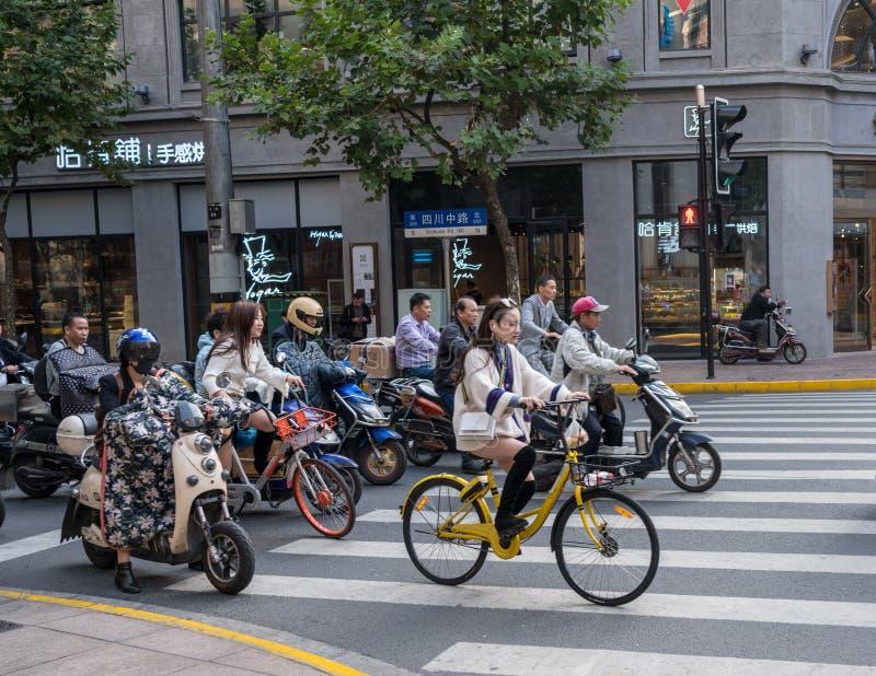 Cykla på den Sichuan vägen i Shanghai arkivfoto
