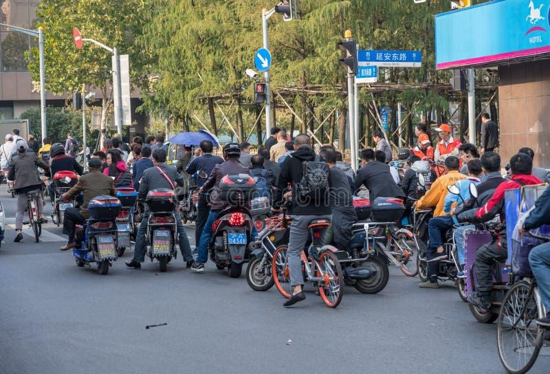 Cykla på den Sichuan vägen i Shanghai arkivbild