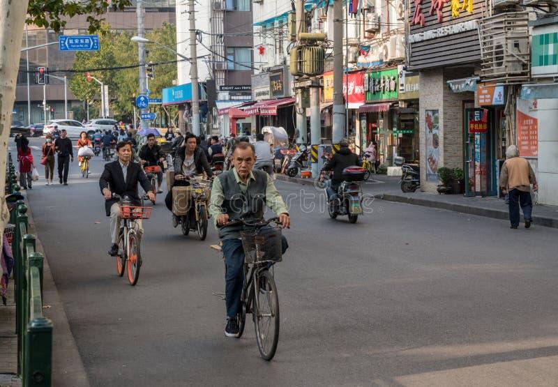 Cykla på den Sichuan vägen i Shanghai royaltyfri foto