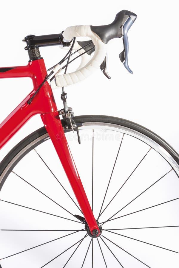 Cykla sportbegrepp Yrkesmässig vägcykel Front Wheel och styreCloseup royaltyfri fotografi