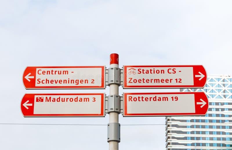 Cykla undertecknar in Haag, Nederländerna arkivfoton