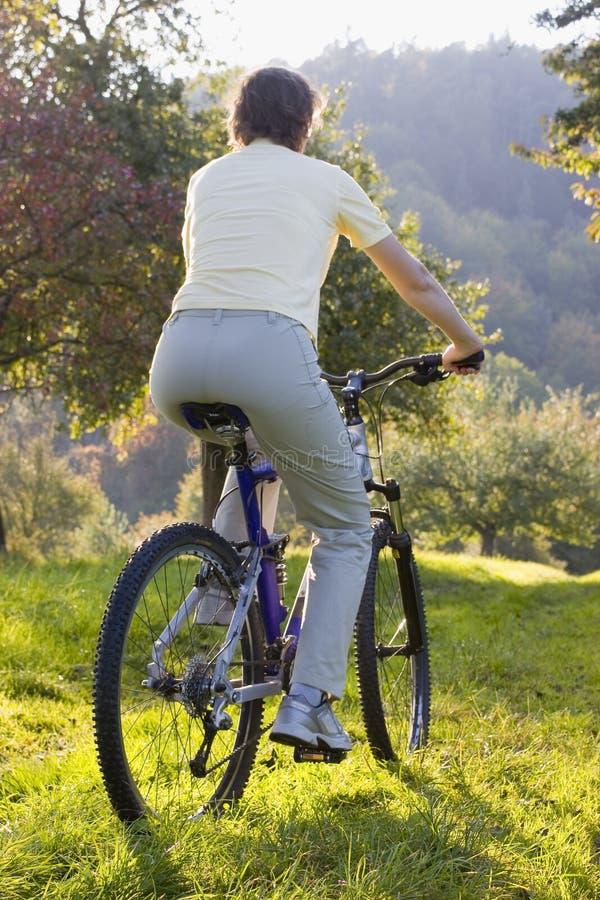 cykla utomhus arkivfoto